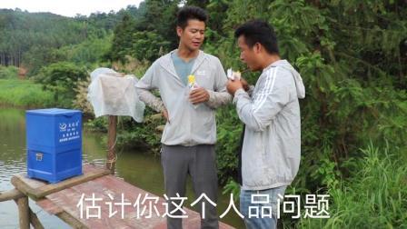 小伙进山喂5000多条草鱼,喂饲料还是吃草,大家说说看