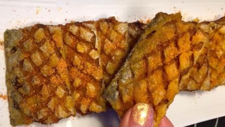 干炸带鱼的家常做法,外酥里嫩,色泽金黄,焦香酥脆很下饭