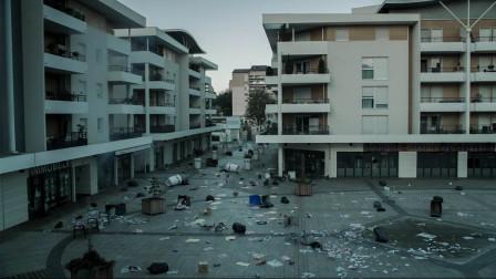 死去的人集体复活,一开始大家很开心,可随后城市沦为了鬼城