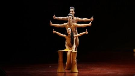 傣族舞《挑水姑娘》,构图超好看,有的编排像张继刚的《鱼戏》!