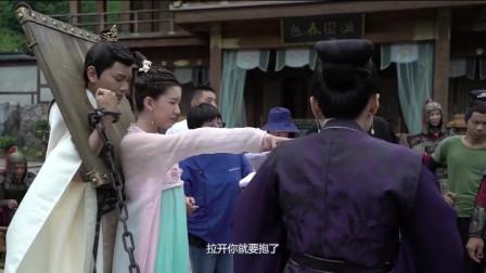 花絮:赵露思拍戏抱自家相公犯难,丁禹兮宠溺任由她发挥!