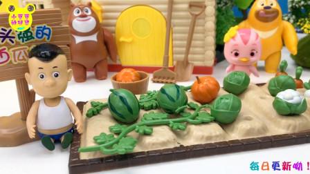 光头强摆地摊卖西瓜!熊大熊二和萌鸡小队朵朵吃西瓜