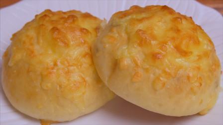 面粉别蒸馒头了,加一把芝士碎,教你做真正懒人版芝士牛奶小面包