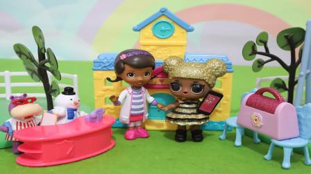 趣盒子玩具故事 小医师大玩偶麦芬帮助智能机器人玩具故事