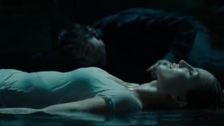 阿汤哥为救女友牺牲自己,成为死神后干掉法老,当场让女友重生