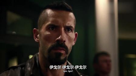 终极斗士:博伊卡满脸的不屑,看着收割者的拳赛,甚至还摇了摇头