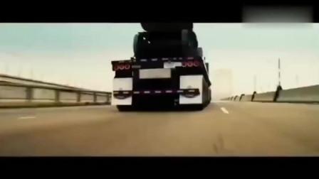 远离大货车是有原因的,因为意外随时都会发生!