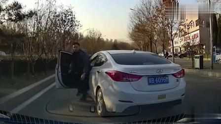 实拍:路怒症!现代司机太嚣张,我是不会惯着他,丝毫不让!