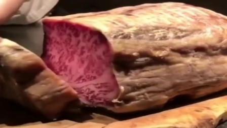 香港师傅拿出来的这个还以为是腌制的火腿,切开才知道是雪花牛肉,这牛肉也能做火脚吗