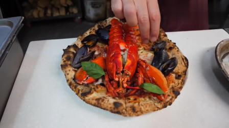你们吃过这样的披萨吗?一个披萨放一只龙虾,太奢侈了!