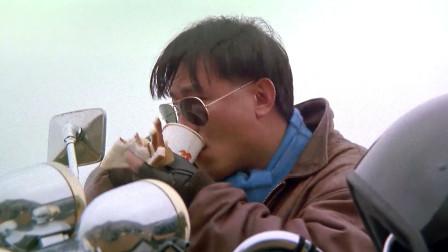 看李修贤吃饭太香了,鸡蛋三明治配咖啡,我看饿了!