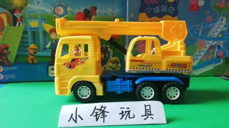 起重吊车自卸车灯光下装备汽车玩具1