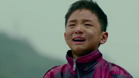 等爱:小男孩为见爸妈,独自一人来到大城市捡瓶子,让人心酸