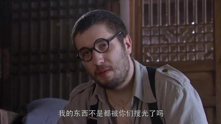这些记者被囚禁起来,看上去和囚犯差不多,约瑟夫被特殊关照!