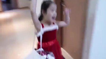 美国萌宝时尚,和萌宝一起吃圣诞蛋糕
