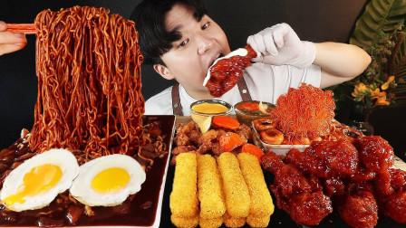 """韩国ASMR吃播:""""火鸡面+调味炸鸡+芝士棒+荷包蛋+辣炒年糕"""",听这咀嚼音,吃货小哥吃得真馋人"""