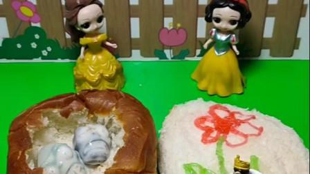 贝尔和白雪要做夹心面包,两位公主非常有爱心,谁的好呢?