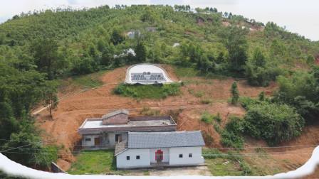 """江西深山发现一栋房子,门前马路形似""""弓型"""",是风水宝地吗?"""