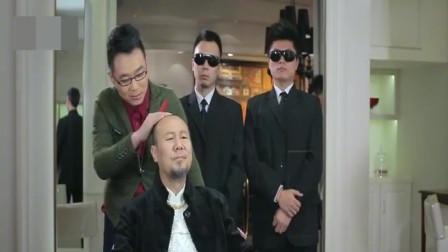 屌丝男士:大鹏给腾格尔理发,同样的腰间盘为啥你这么突出