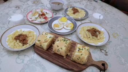 早餐一份自制肉松卷、一份意面,孩子特别满足,吃的美滋滋。