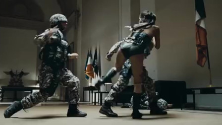 【暴力街区】纹身女单挑三个特种兵并轻松搞定