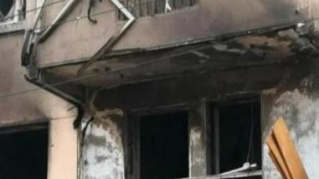 青岛一小区发生疑似爆燃事故!目击者称一位老人被烧伤