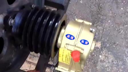 牛人发明:单缸柴油机变速皮带轮,手扶拖拉机安装有效果吗!