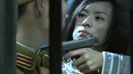 铁血武工队:特工装醉骗过了鬼子军官,反手拔枪把对方挟持了