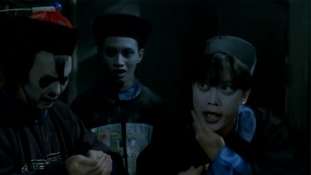 秋生和文才假扮僵尸,往脸上抹尸油,真僵尸就在身后