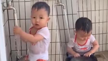 才离开3分钟,宝宝竟直接开水龙头冲澡,妈妈走近一看直接懵了