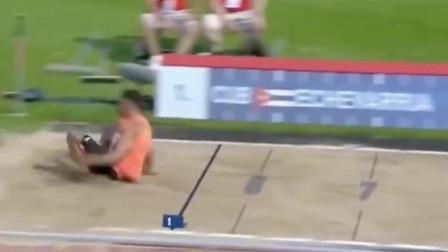 牛顿:所有跳远运动员的地心引力都别问我!!