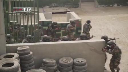 """军媒播出新疆武警特种部队反恐演习画面,谈判无效后,战士强攻击毙""""恐怖分子"""""""