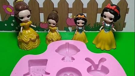 贝尔和白雪有了蛋糕模具,贝尔要做一个蛋糕,白雪也要做