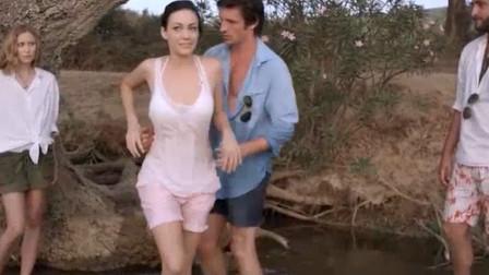 夫妻和好友海上蜜月,结果在岛上碰到漂亮妹子,男子们都魔怔了!