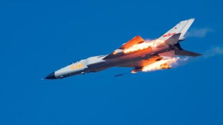 当年有多少人认为歼8II能单挑F22?证明当时战术可笑,想想都后怕