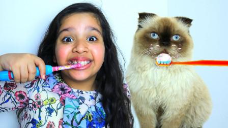 萌宝玩具故事:太有爱了!小萝莉是如何照顾小猫咪的呢?