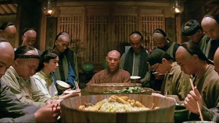 黄飞鸿训练民团真有一套,吃个饭都这么整齐,真是有点意思!