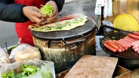 山东小吃:临沂正宗的沂蒙山煎饼果子,这样一套才3元,每天卖上万份