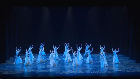 上海歌舞团《天浴》第二节,灯光舞美背景音乐都不错,编排到位!