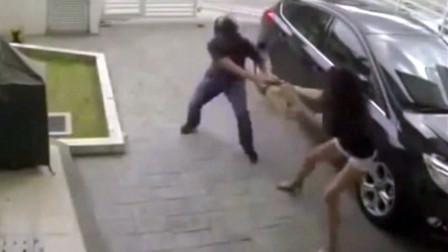 彪悍女司机遇到打劫,她一顿秀拳把劫匪打懵了!