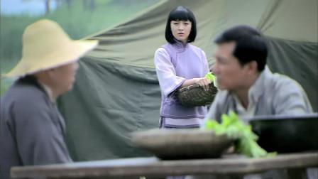 战火连天:大小姐偷听队长谈话,得知父亲去世神色慌张,要坏事了