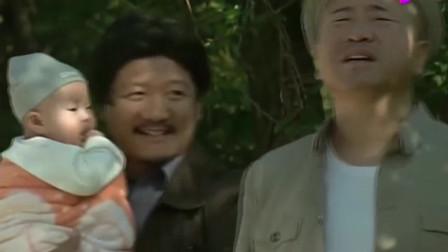 谢广坤抱外孙子出来显摆,刘能俩人又叽咯起来了,太逗了!