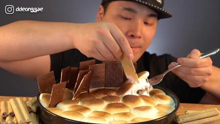 怎么吃都很甜巧克力饼干和烤棉花糖的吃播