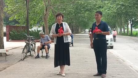 新乡市西工区文化艺术团           郑长海、花向霞演唱豫剧《打金枝》选段。