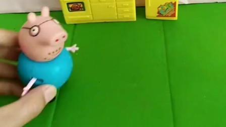 猪爸爸把猪妈妈指甲油当口红给涂了哈哈哈赶紧洗掉哦