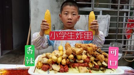 小男孩看网红吃炸串流口水,上街买食材自己做了一大盘,吃的真香