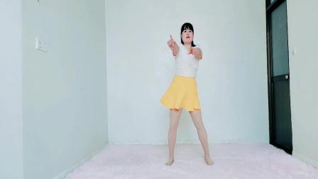 时尚广场舞《爱情的小船》舞姿新颖,给人耳目一新的感觉