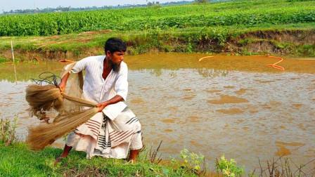 印度大叔是个捕鱼高手,一出手必有收获,厉害了!