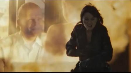 这才是火爆动作猛片,王牌女特工激战武装悍匪,看过的人热血飙升