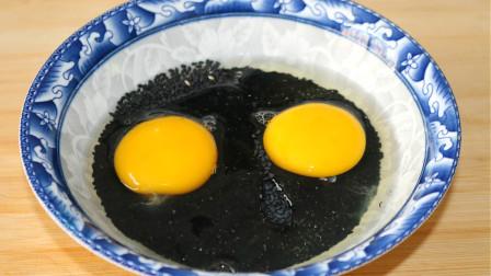 黑芝麻里打2个鸡蛋,居然这么好吃,酥脆又松软,出锅孩子抢着吃